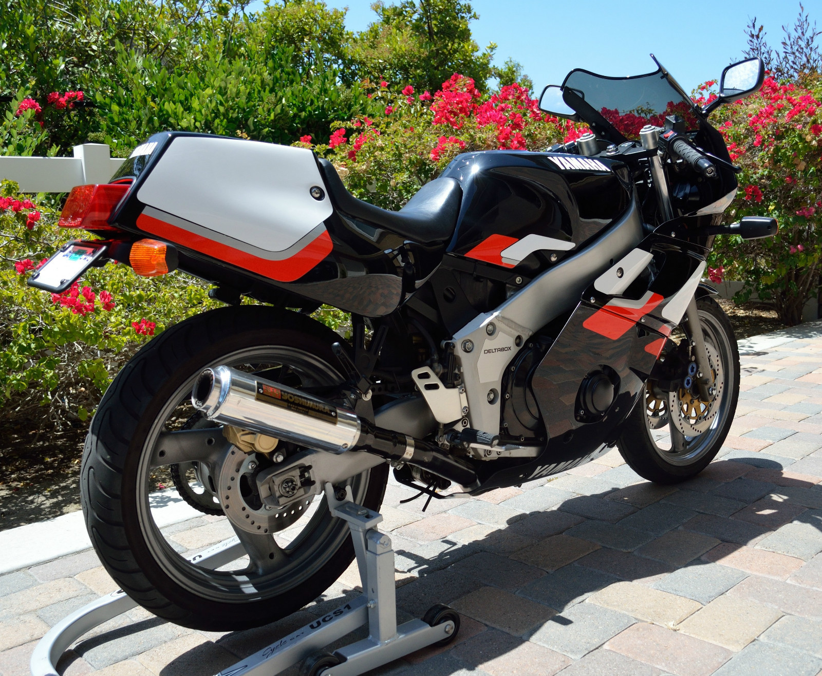 Yamaha FZR400 - 1990