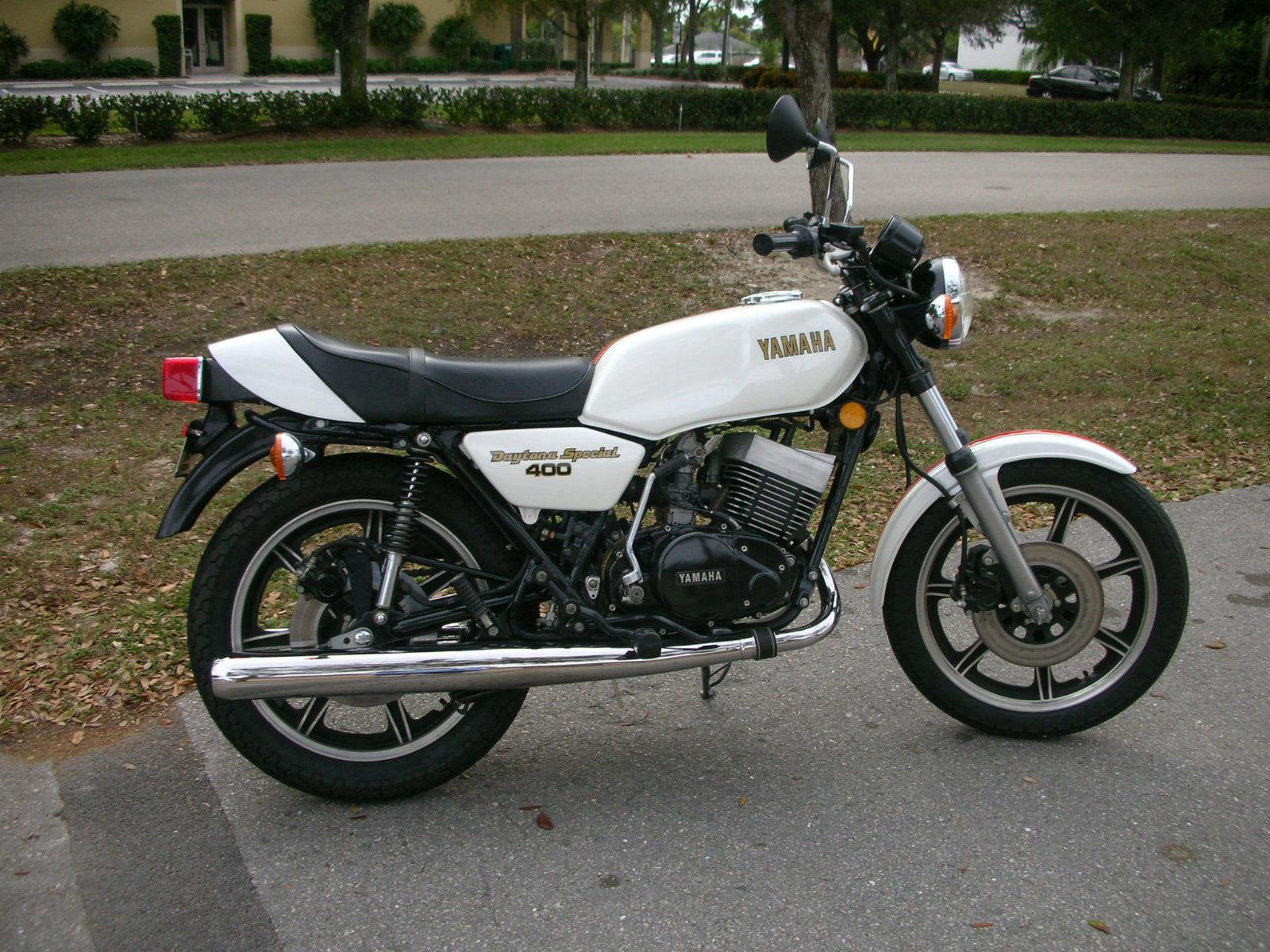 Restored Yamaha RD400 Daytona Special - 1977 Photographs at