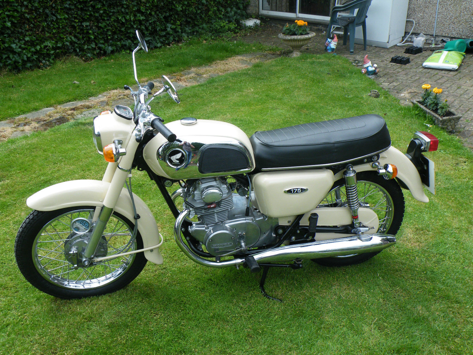 restored honda cd175 1974 photographs at classic bikes. Black Bedroom Furniture Sets. Home Design Ideas