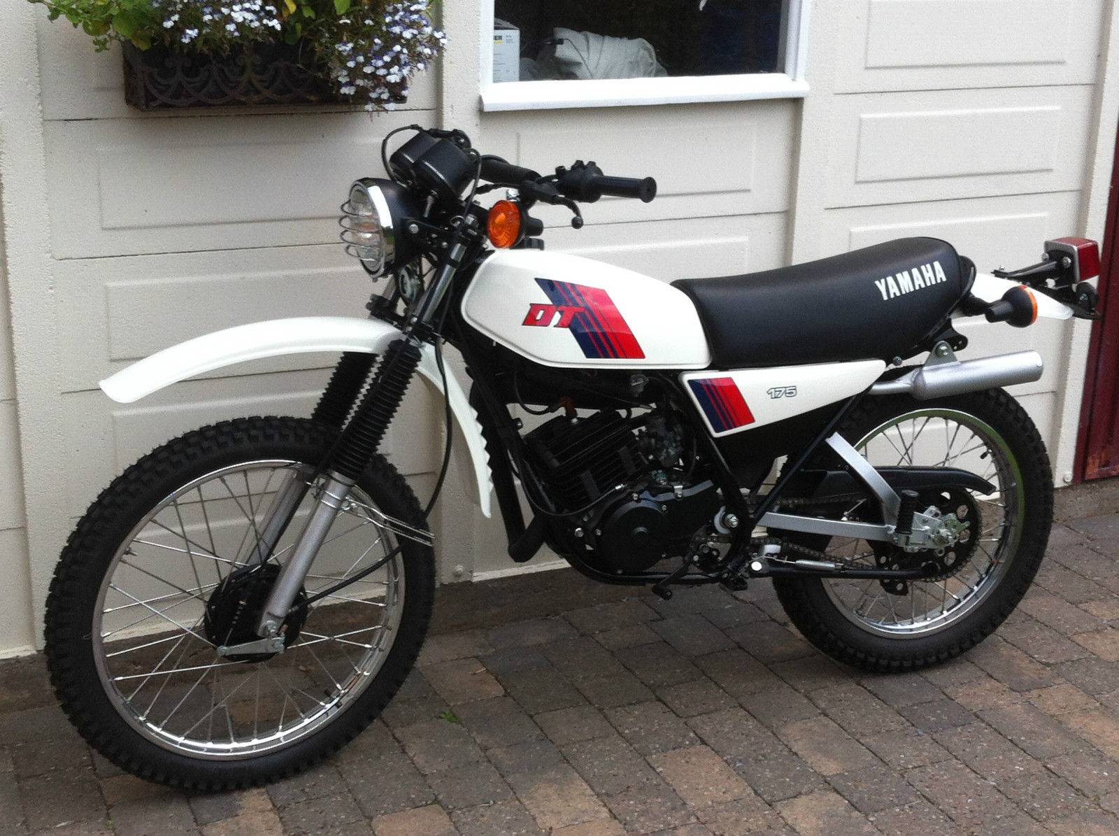 restored yamaha dt175mx 1981 photographs at classic bikes restored bikes restored. Black Bedroom Furniture Sets. Home Design Ideas