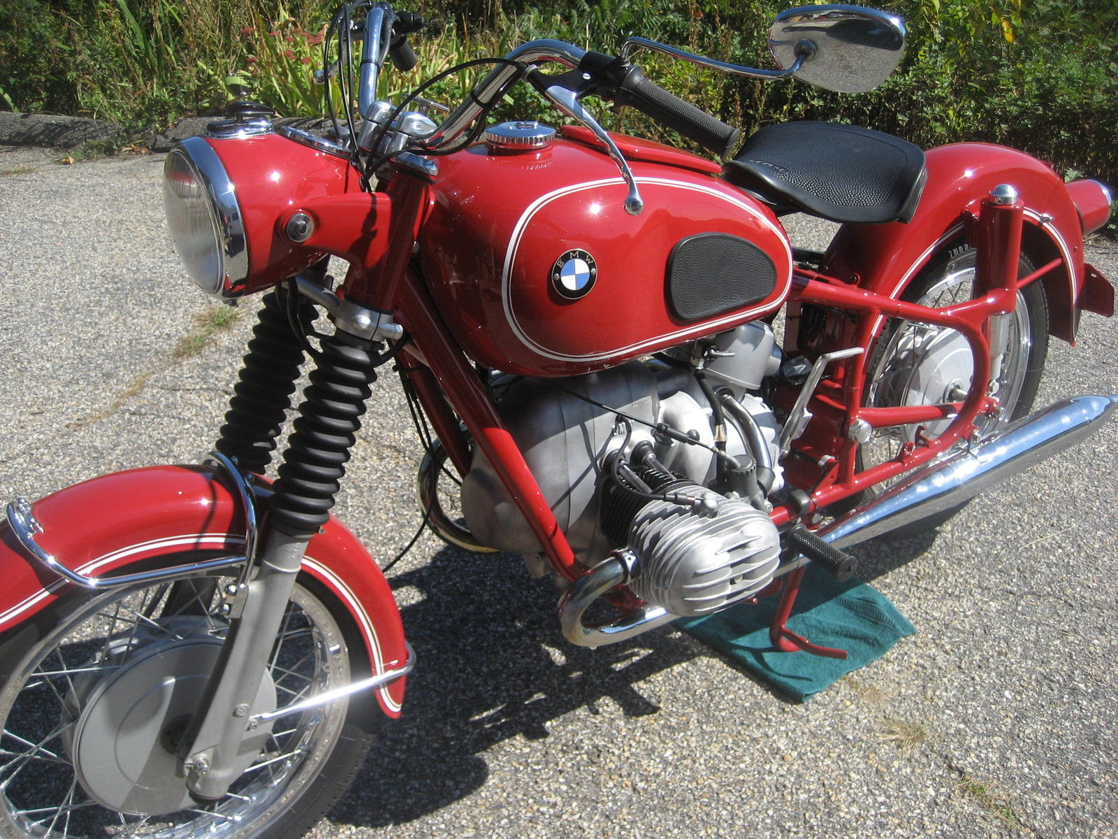 BMW R60 - 1969 - Left Side View, Engine, Tank and Frame.