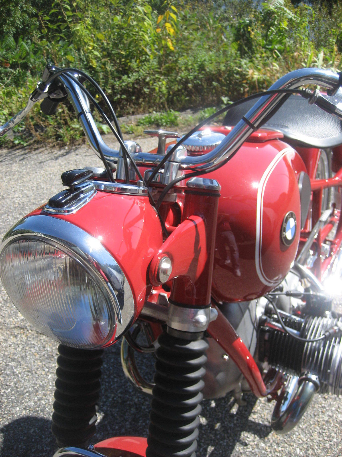 BMW R60 - 1969 - Headlight, Forks, Tank and Suspension.