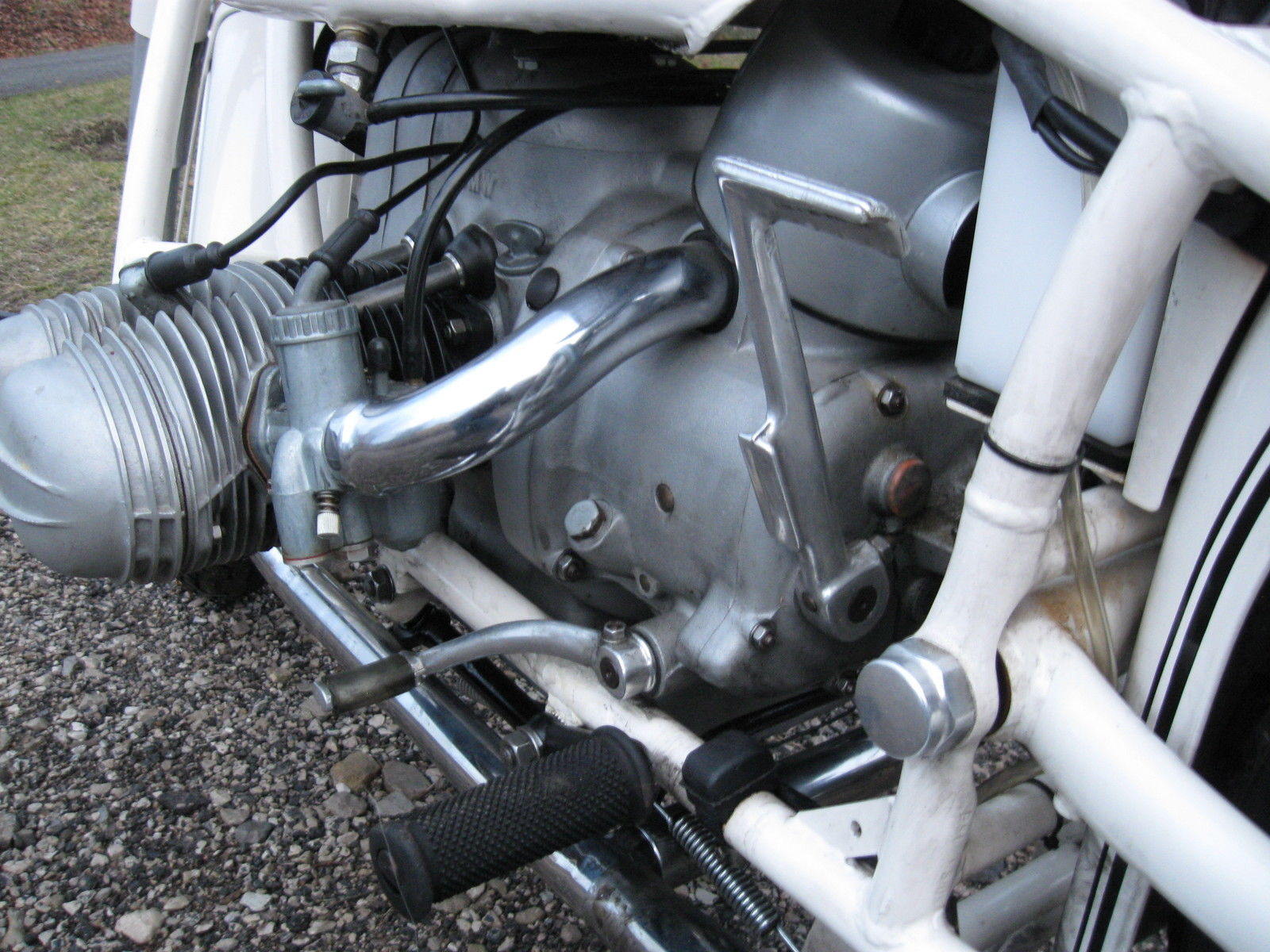 BMW R69S - 1966 - Carburettor, Intake Tube, Gear Lever and Kick Start