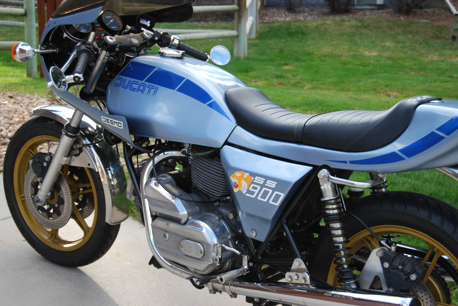 Ducati Darmah - 1980 - Engine Cases, Footrest, Side panel and Frame.
