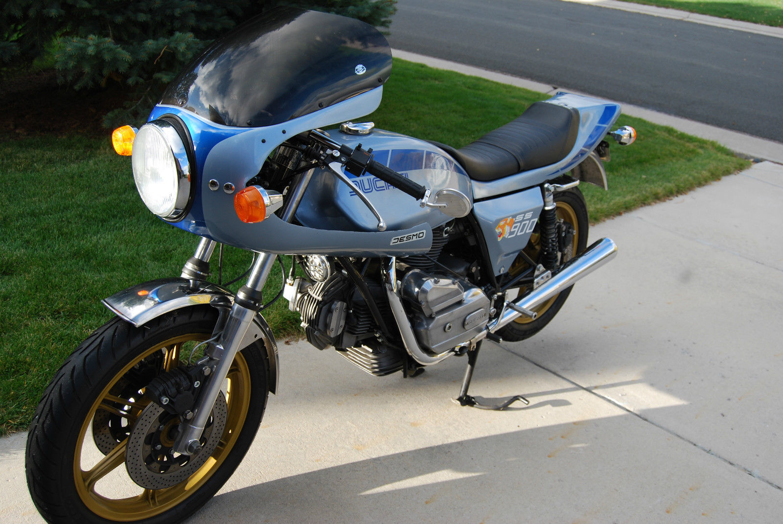 Ducati Darmah - 1980 - Left Side View, Tank, Fairing, Side Panel and Seat.