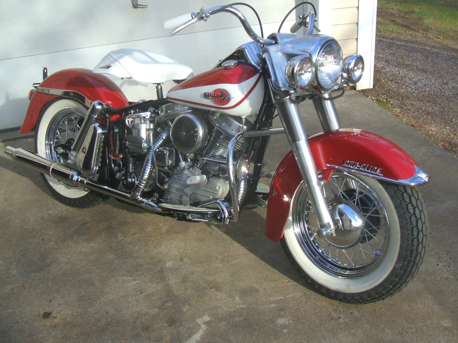 Harley-Davidson Panhead - 1960 - Frame, Wheels, Fuel Tank, Handlebars and Grips.