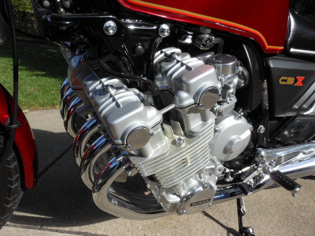 Honda CBX - 1979 - Motor, Exhaust and Cam Cover.