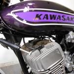 Kawasaki H2 750 - 1975 - Petrol tank, steering damper and cylinder heads.