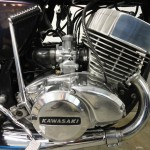 Kawasaki H2 750 - 1975 - Right engine cover, carbs and kick start.