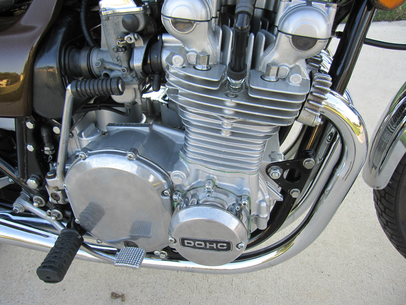 Kawasaki KZ900 - 1976 - Motor and Transmission, Clutch Cover, Cylinder and Head.