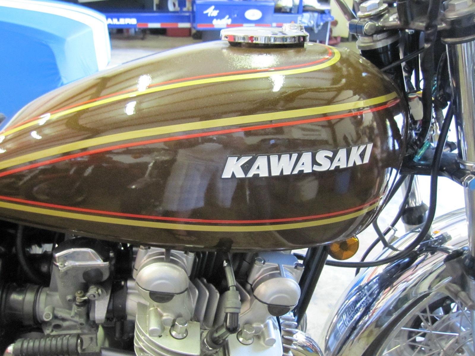 Kawasaki KZ900 - 1976 - Gas Tank, Kawasaki Badge and Fuel Cap.