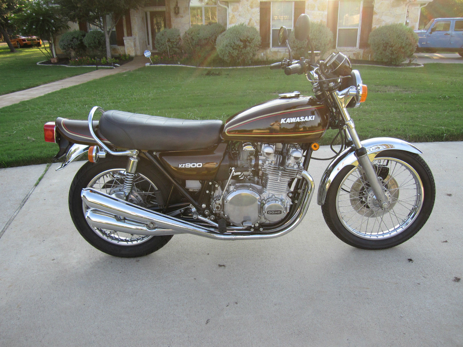Kawasaki KZ900 - 1976 - Right Side View, Motor ans Transmission, Frame, Seat and Petrol Tank.