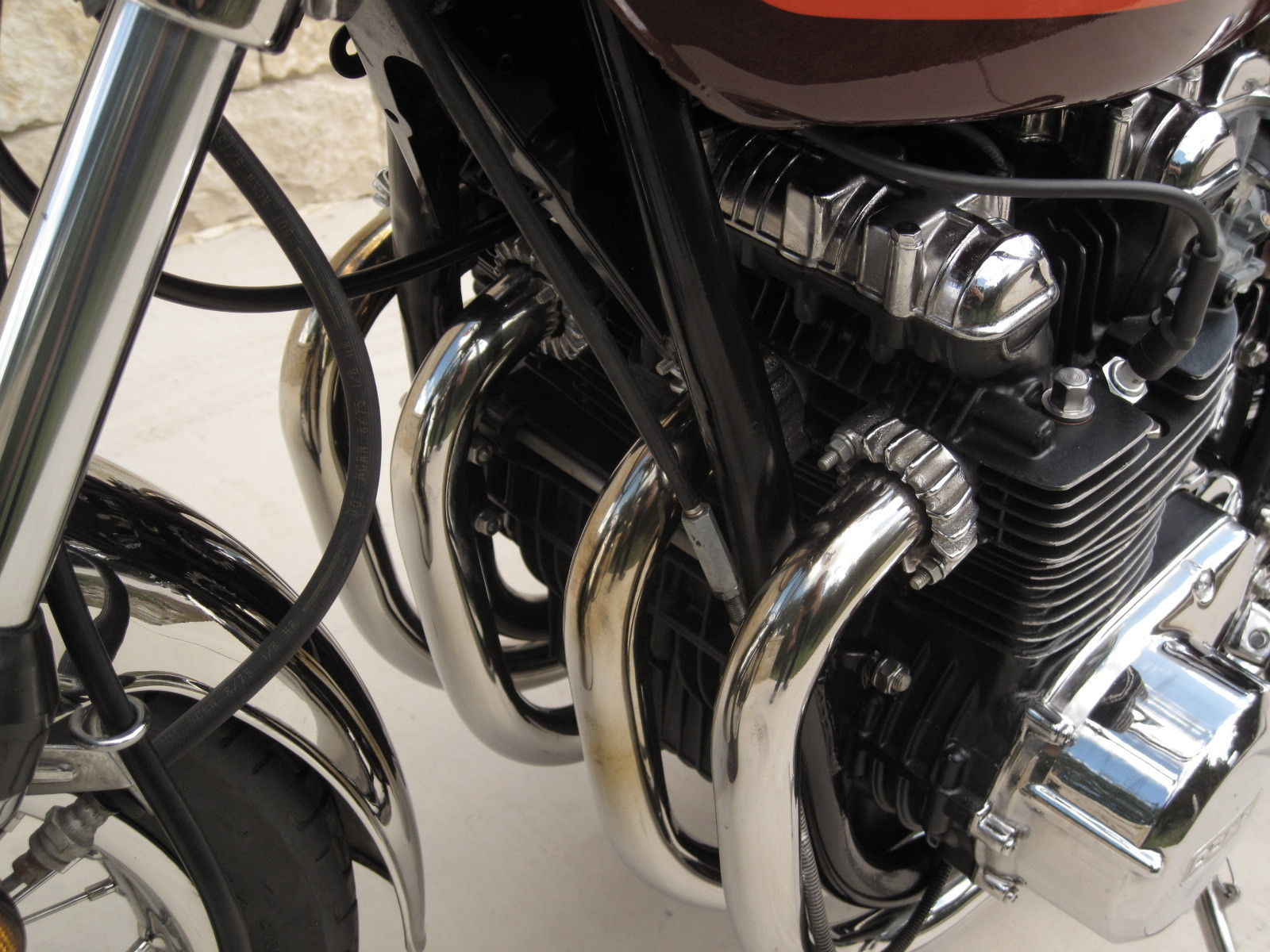Kawasaki Z1 - 1973 - Exhaust Headers, Frame and Cam Cover.