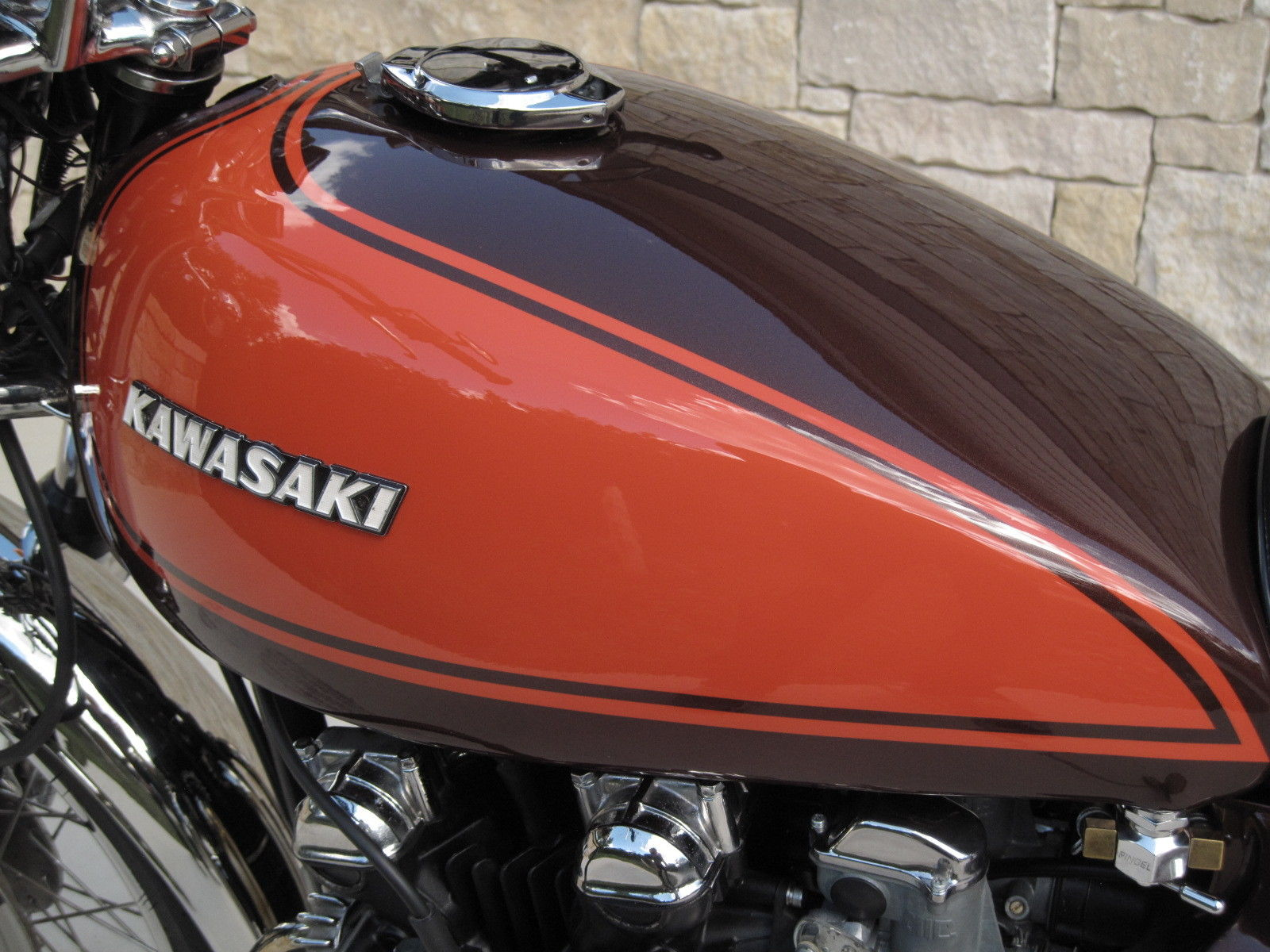 Kawasaki Z1 - 1973 - Fuel Tank, Cam Cover and Gas Cap.