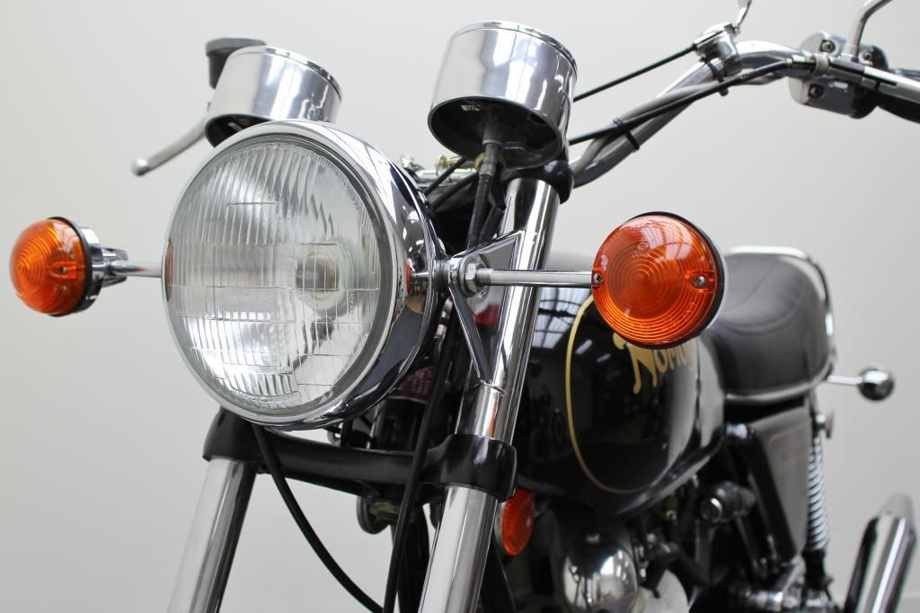 Norton Commando 750 - 1972 - Headlight, Flasher, Forks and Cables.