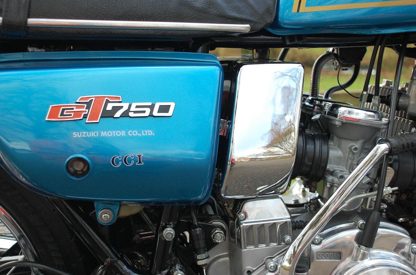 Suzuki GT750 - 1975 - Side Panel, Glitter Badge, Seat Trim and Airbox.