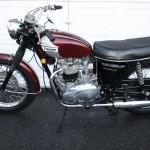 Triumph Bonneville - 1970 - Gas Tank, Side Panel, Seat, Engine Case and Muffler.