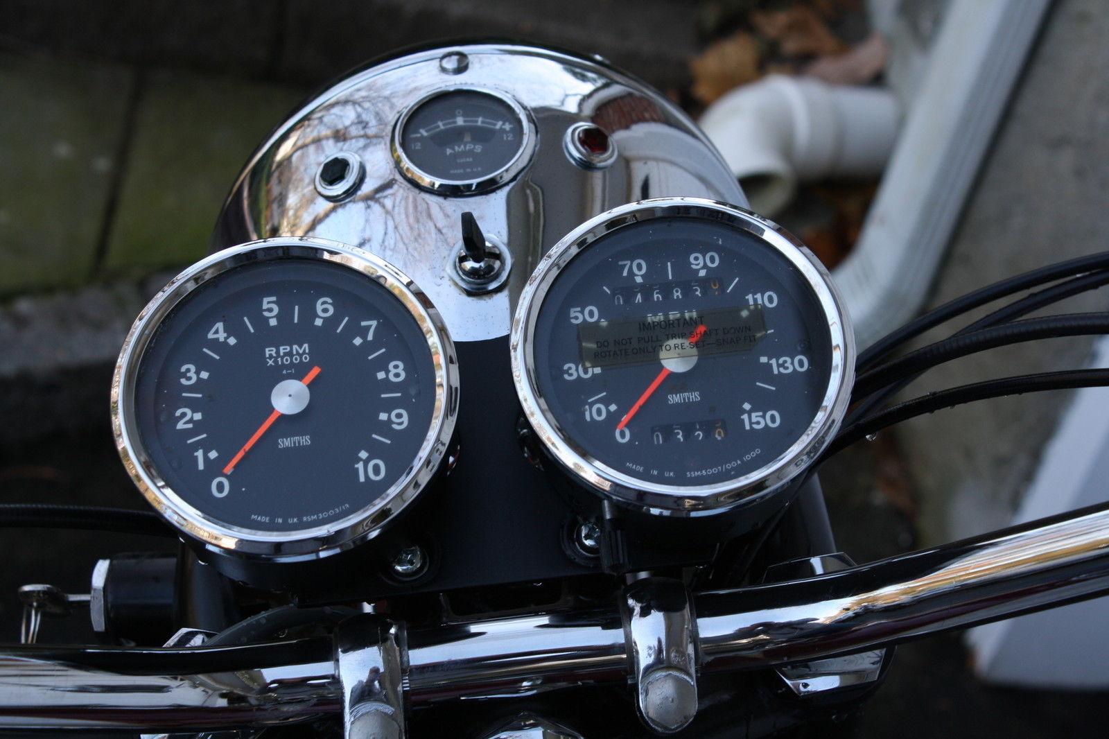 Triumph Bonneville - 1970 - Headlight, Clocks, Speedometer, Switch and Handlebars.