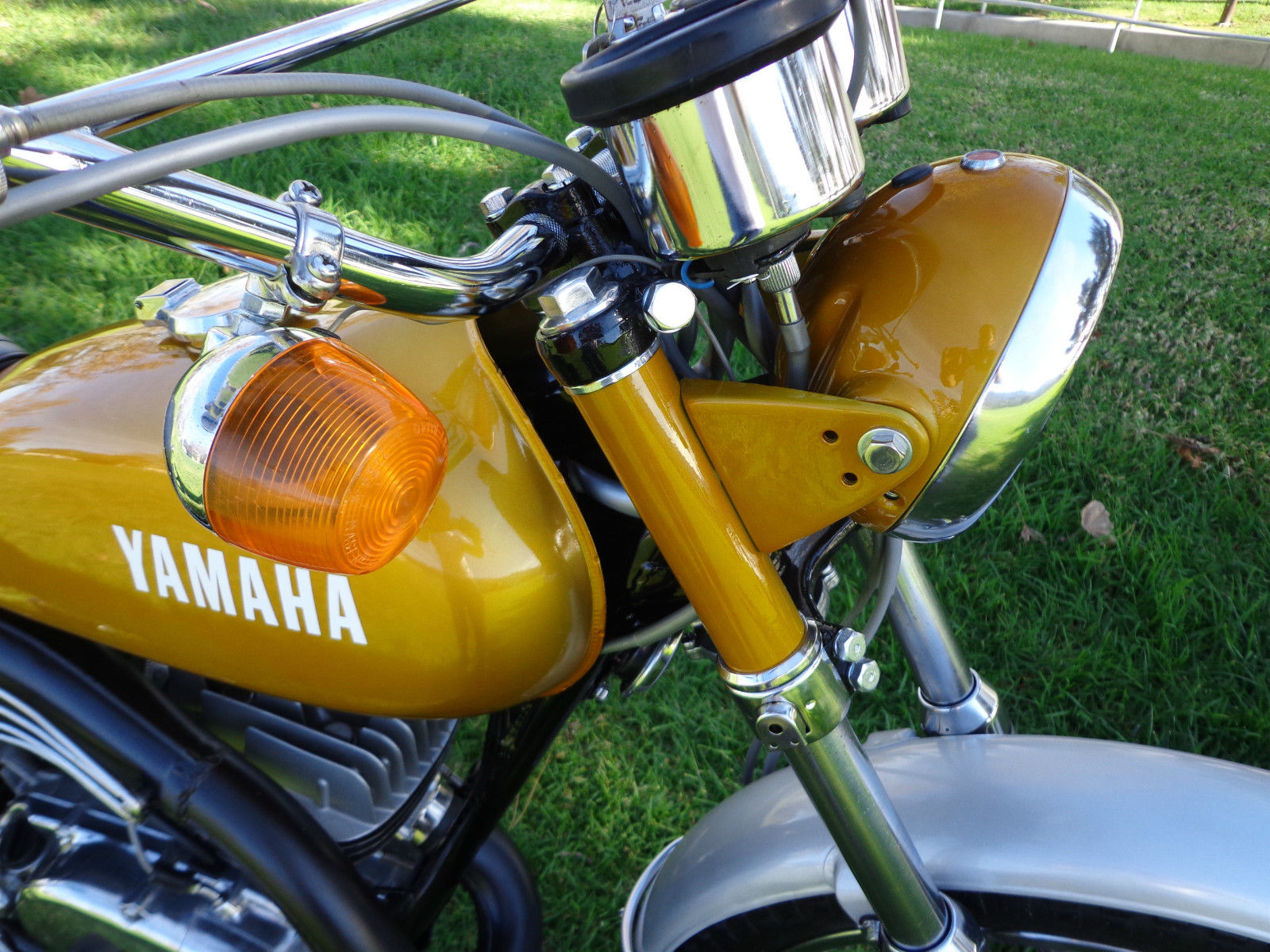 Yamaha DT250 - 1972 - Flasher, Handlebar and Clocks.