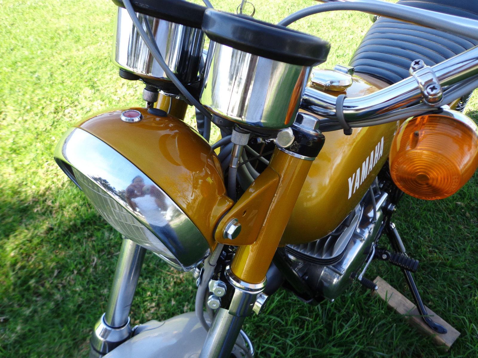 Yamaha DT250 - 1972 - Head Light, Ears, Clocks and Forks.