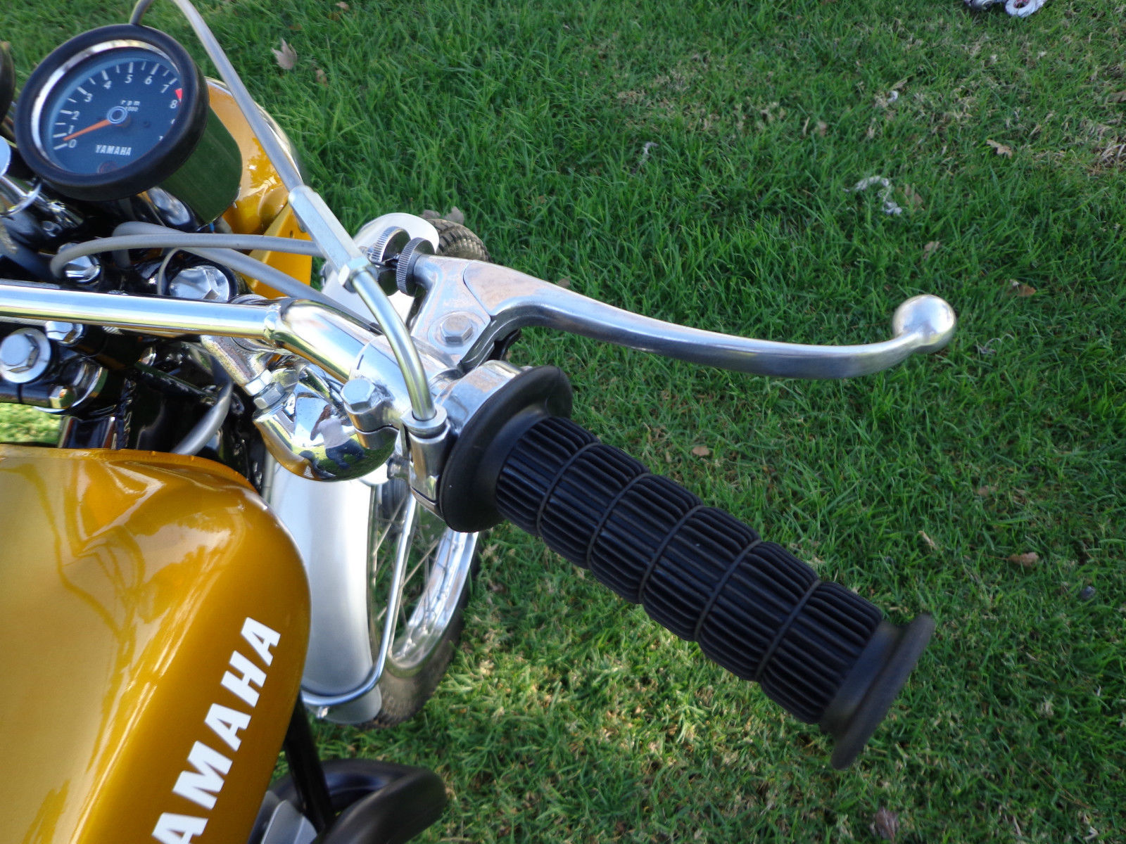 Yamaha DT250 - 1972 - Grip, Clutch Lever and Indicator.