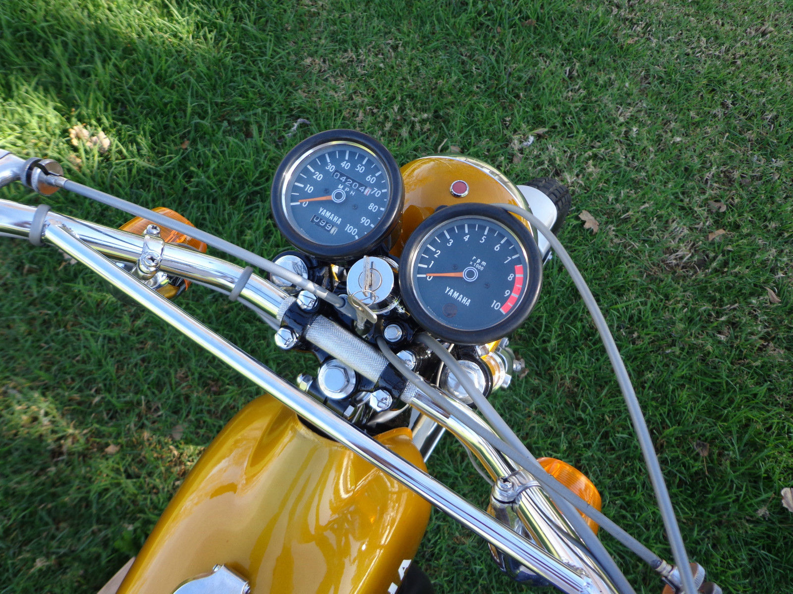 Yamaha DT250 - 1972 - Ignition Switch, Clocks, Speedo, Tacho and Handlebar.