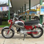 Yamaha YA6 - 1966 - Handlebars, Gas Tank, Motor and Transmission.