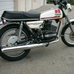 Yamaha RD250B - 1975 - Right Side view, Tank, Side Panel and Seat.