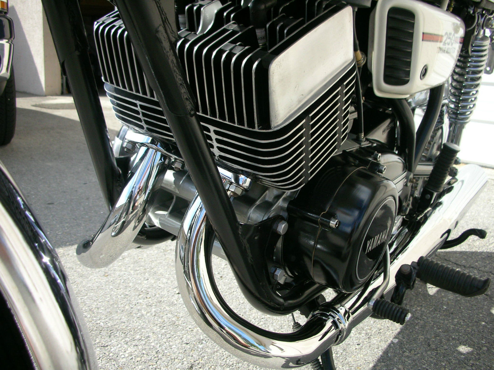 Yamaha RD250B - 1975 - Cylinder Heads and Exhausts.
