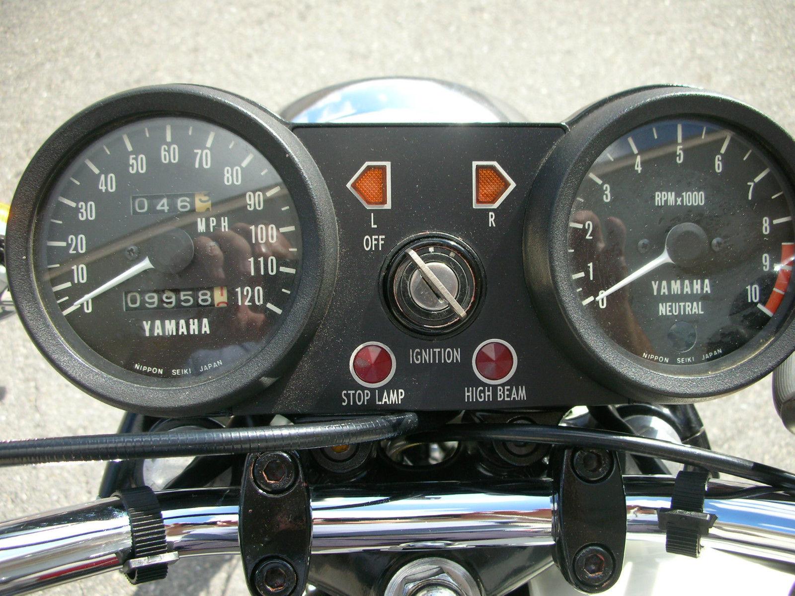 Yamaha RD250B - 1975 - Clocks, Ignition Switch and Lights.