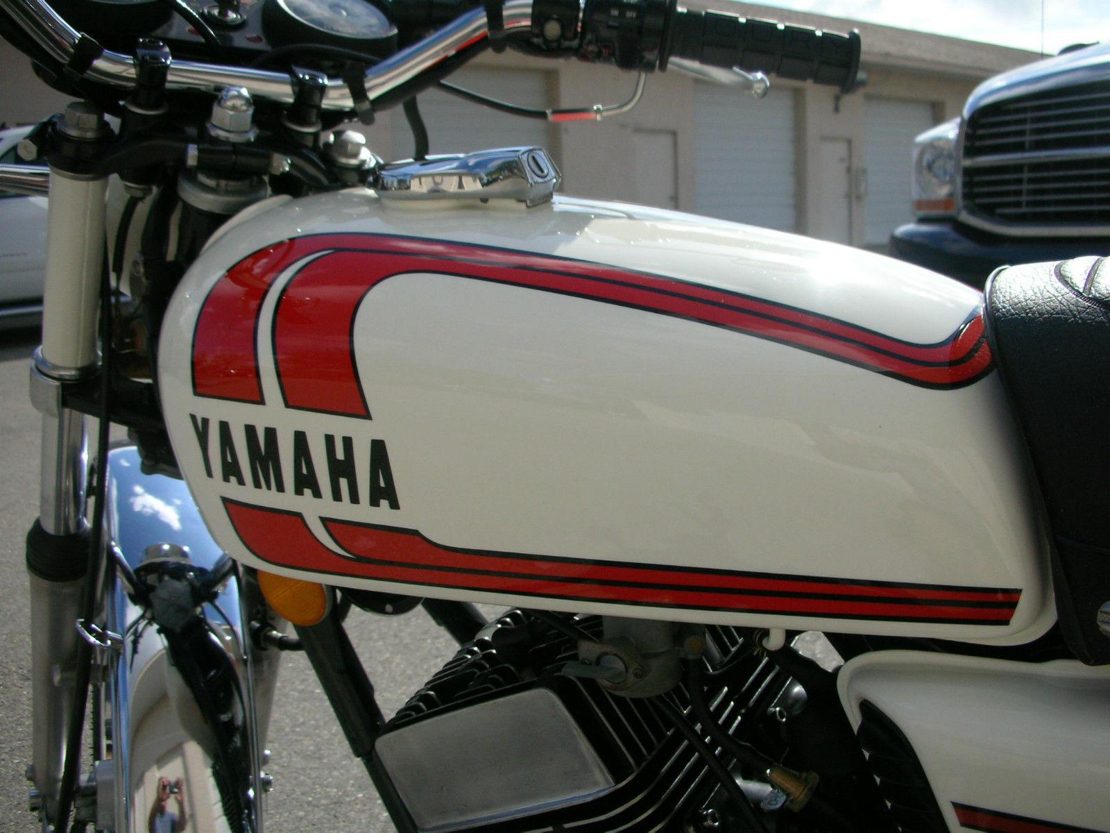 Yamaha RD250B - 1975 - Petrol Tank Decals.