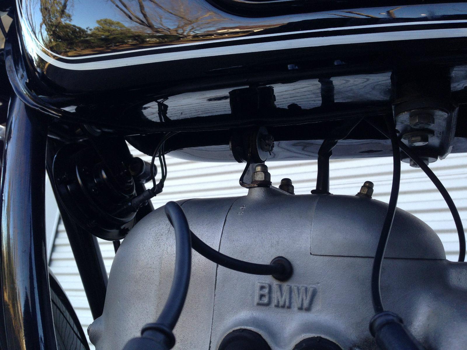 BMW R60/2 - 1967 - BMW Engine Cases, Plug Lead and Gas Tank.