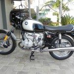 BMW R90S - 1976 - Left Side View, Fuel Tank, Seat, Motor and Stand.