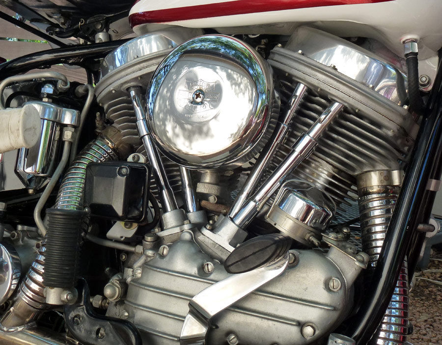 Harley-Davidson Duo Glide - 1960 - Motor and Transmission, Pushrods and Air Filter.