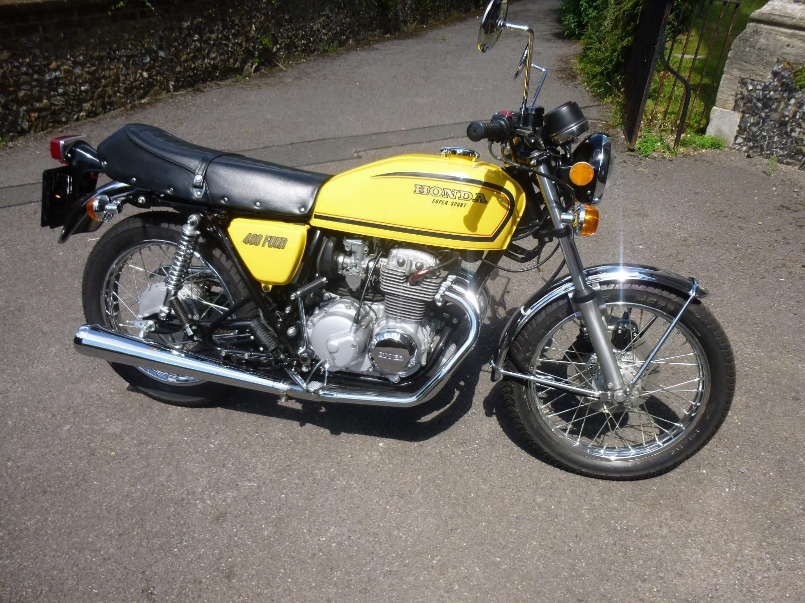 Honda CB400/4 - 1976 - Right Side View, Tank and Side Panels, Seat, Reflector and Carburettors.