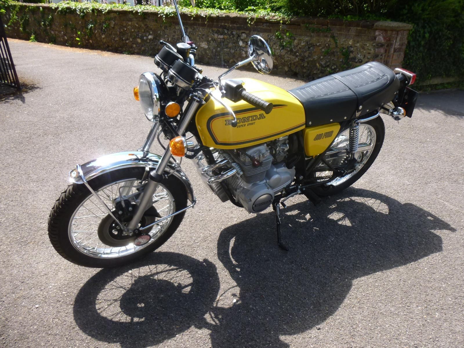 Honda CB400/4 - 1976 - Front Wheel, Front Mudguard, Seat and Handlebars.