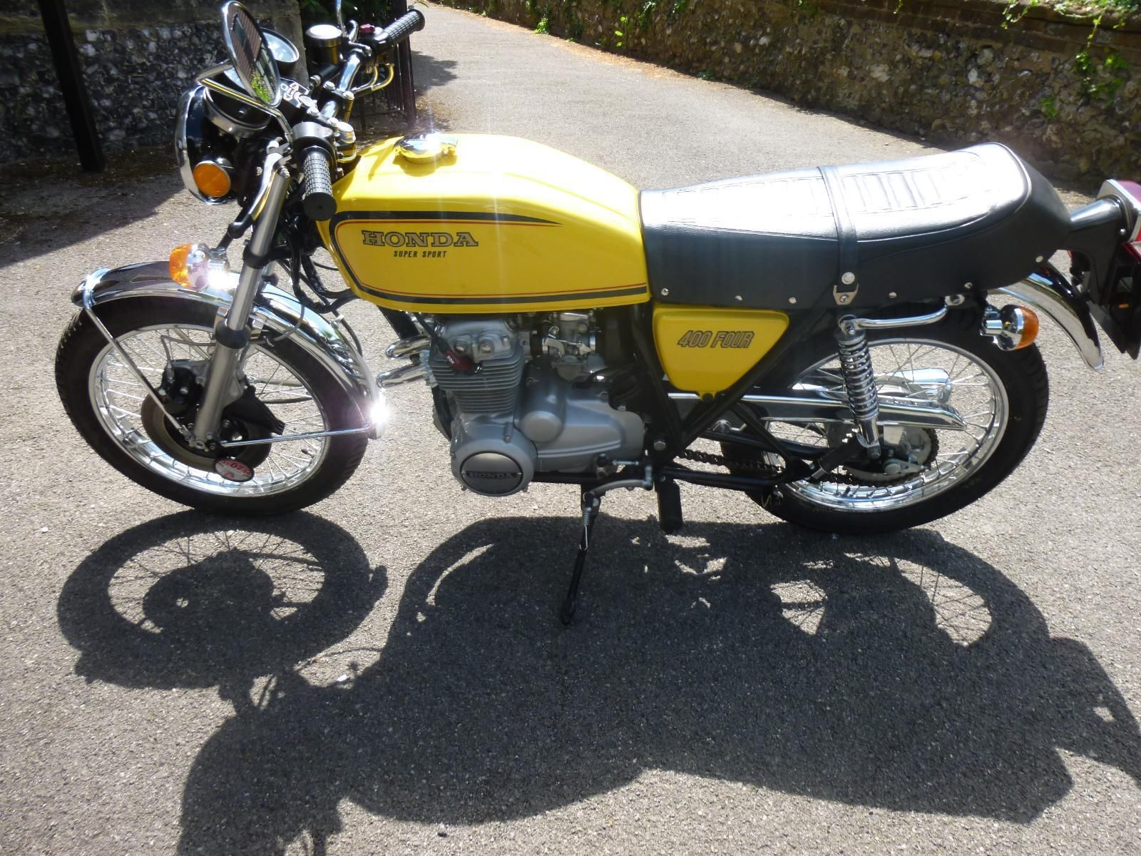 Honda CB400/4 - 1976 - Tank and Side Panels, Chain Guard and Gas Tank.