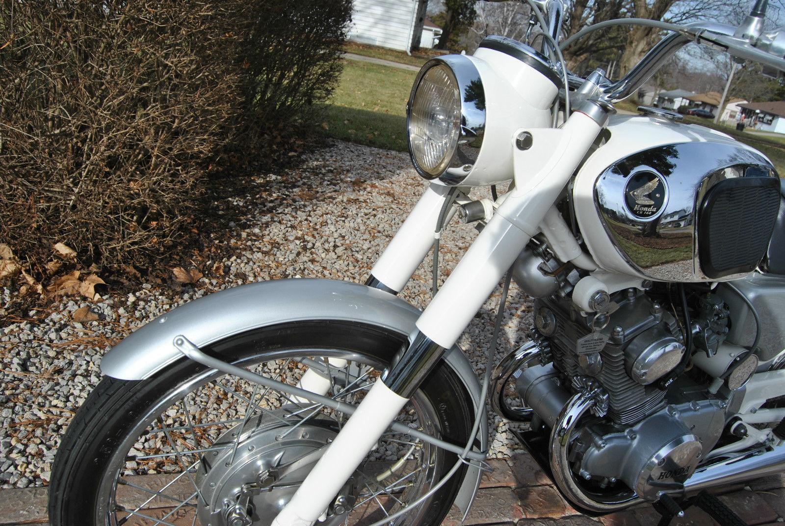 Honda CB160 Sport - 1969 - Forks, Headlight, Front Wheel and Mudguard.
