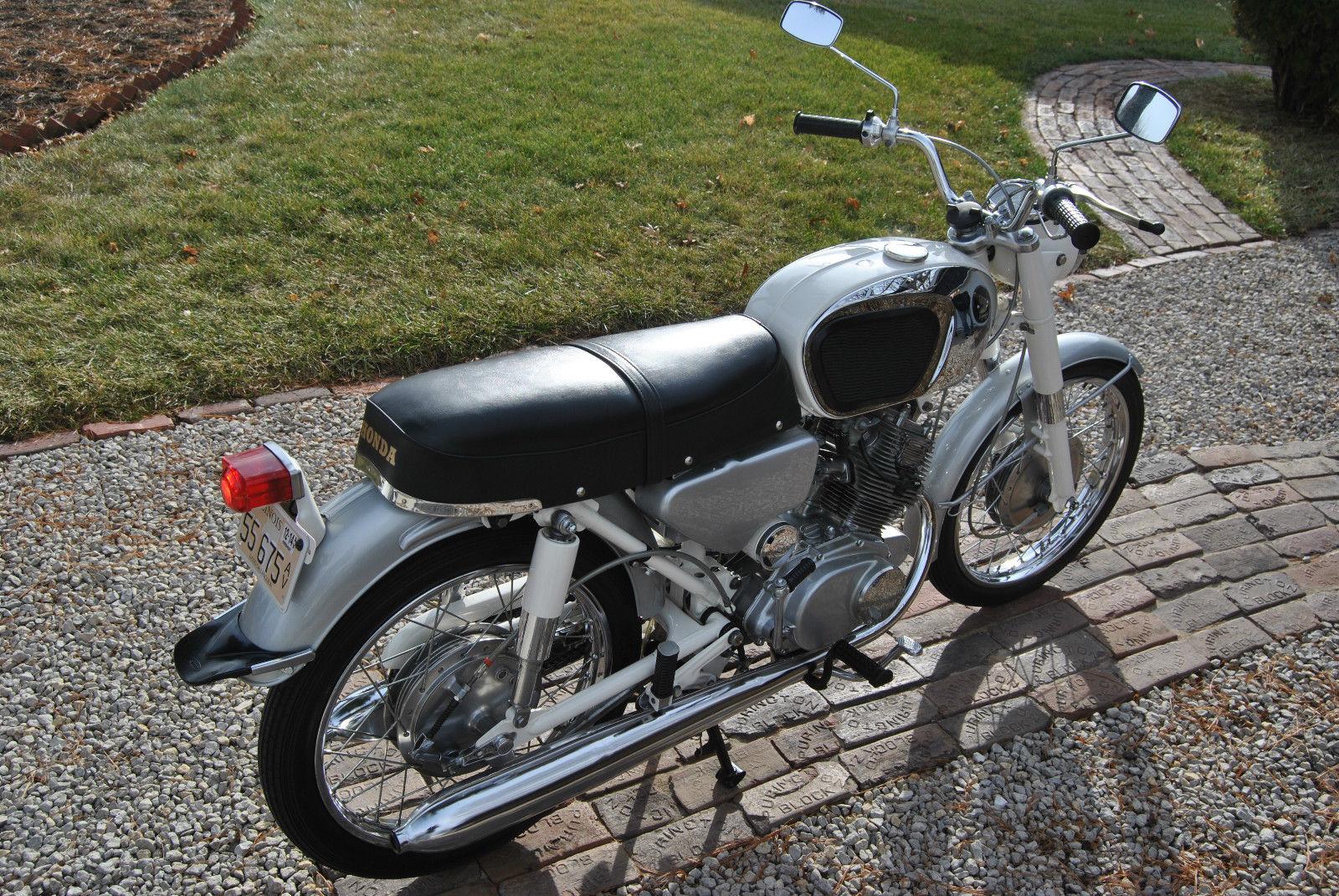 Honda CB160 Sport - 1969 - Seat, Tanks and Rear Fender.
