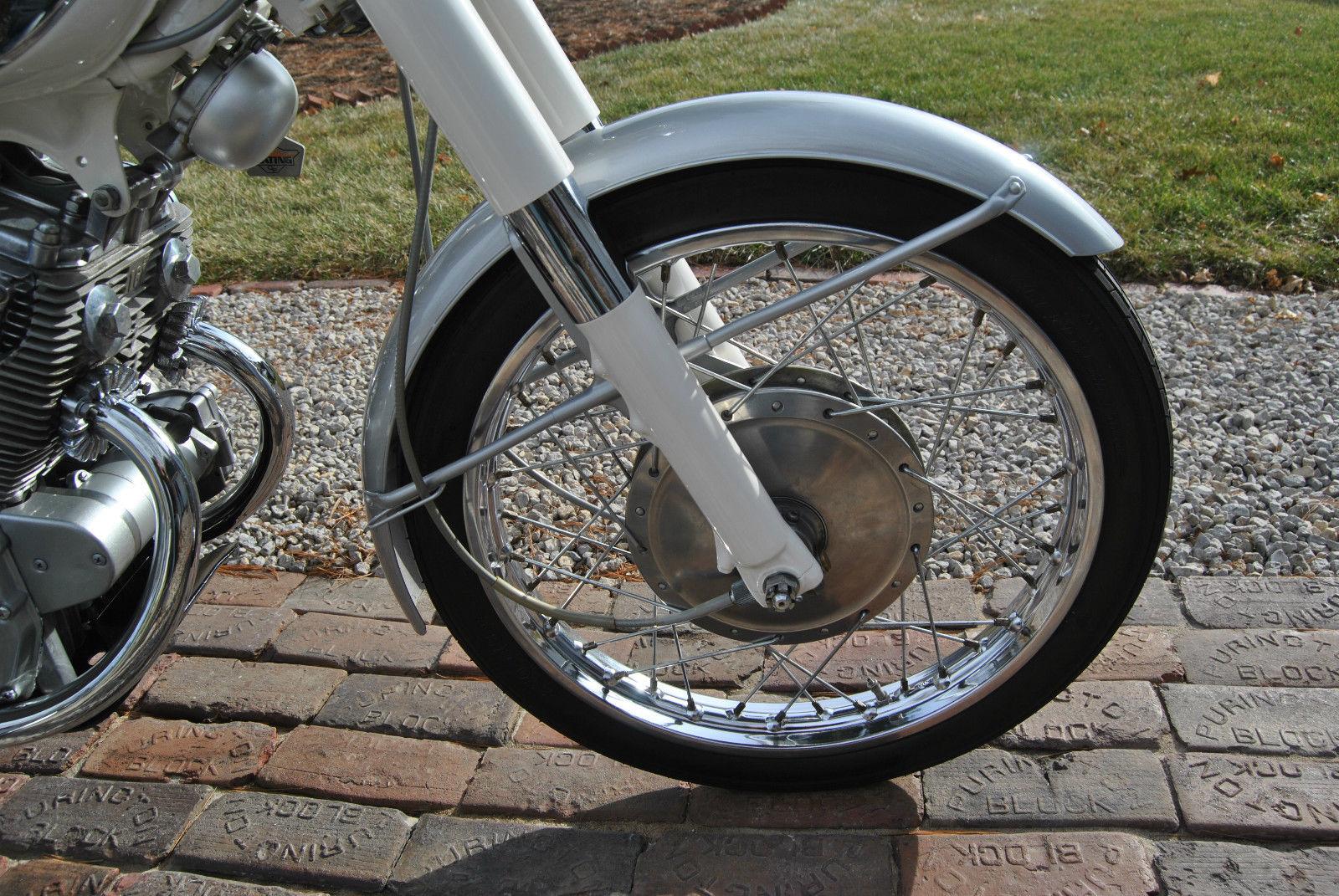 Honda CB160 Sport - 1969 - Forks, Front Wheel Hub and Fender.
