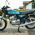 Kawasaki S3 400 - 1974 - Left Side View, Exhaust, Seat, Forks and Stands.