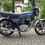 Kawasaki Z250 - 1980 - Right Side View, Gas Tank, Side Panel, Seat and Strap.