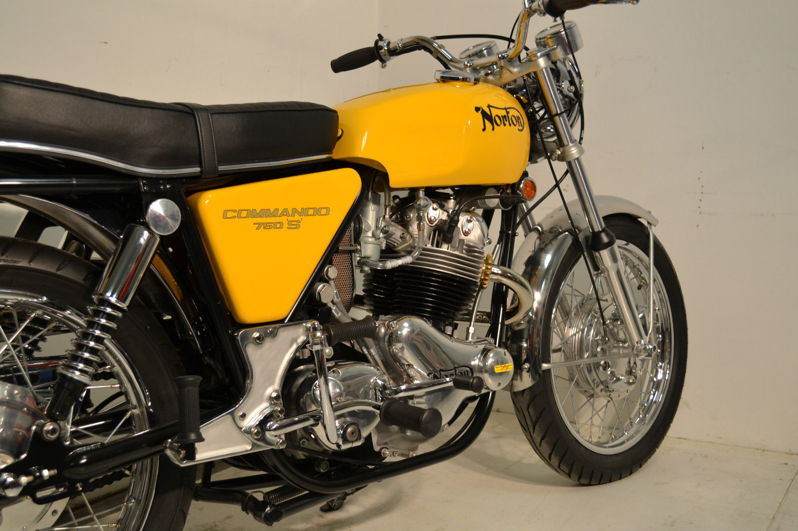 Norton Commando S-Type - 1969 - Transmission, Side Panel and Footrest.