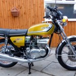 Suzuki GT380 - 1974 - Right Side View, Side Panel with Glitter Badges.