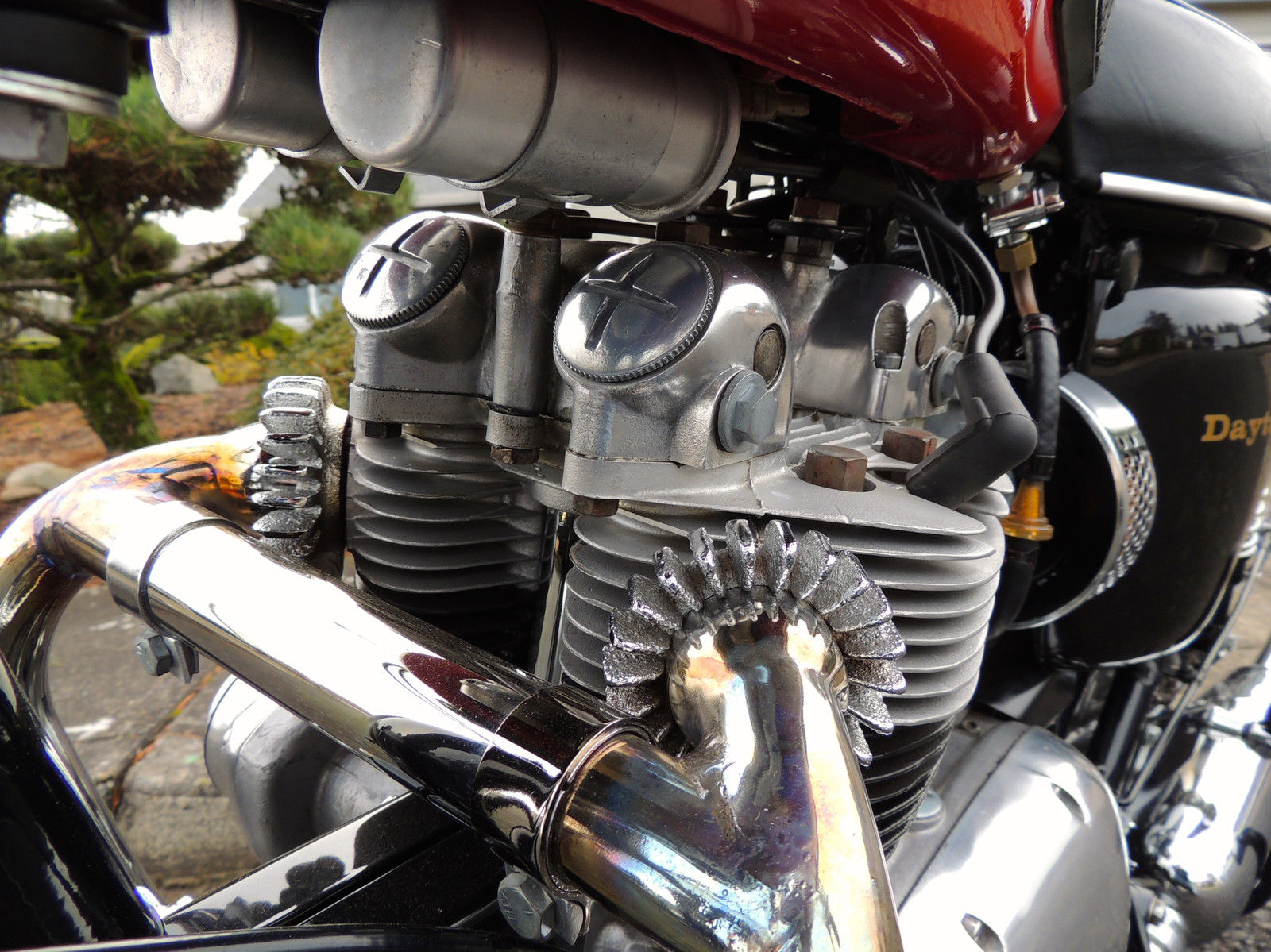 Triumph Daytona - 1973 - Exhausts, Cylinder Head, Covers and Cylinder Head.