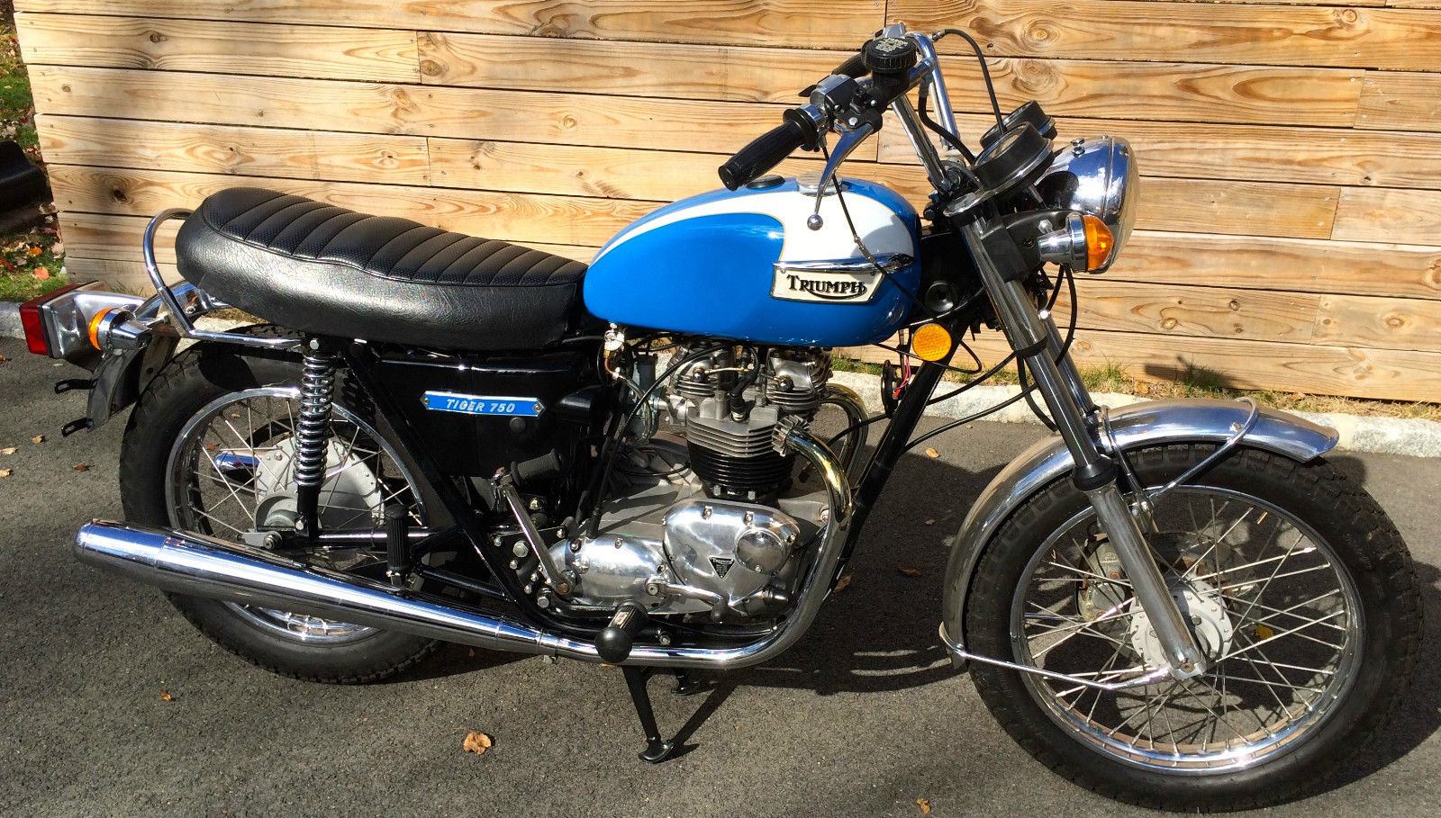 Triumph Tiger - 1973 - Right Side View, Engine and Gearbox, Fuel Tank, Seat and Frame.