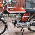 Yamaha FS1E - 1974 - Fizzy, Left Side, Tank and Side Panels, Pedals, Seat and Frame.