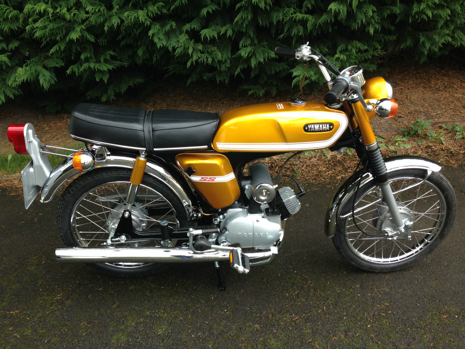 Yamaha SS50 - 1973 - Right Side View, Engine and Gearbox, Exhaust, Side Panel with SS Badge and Suspension.