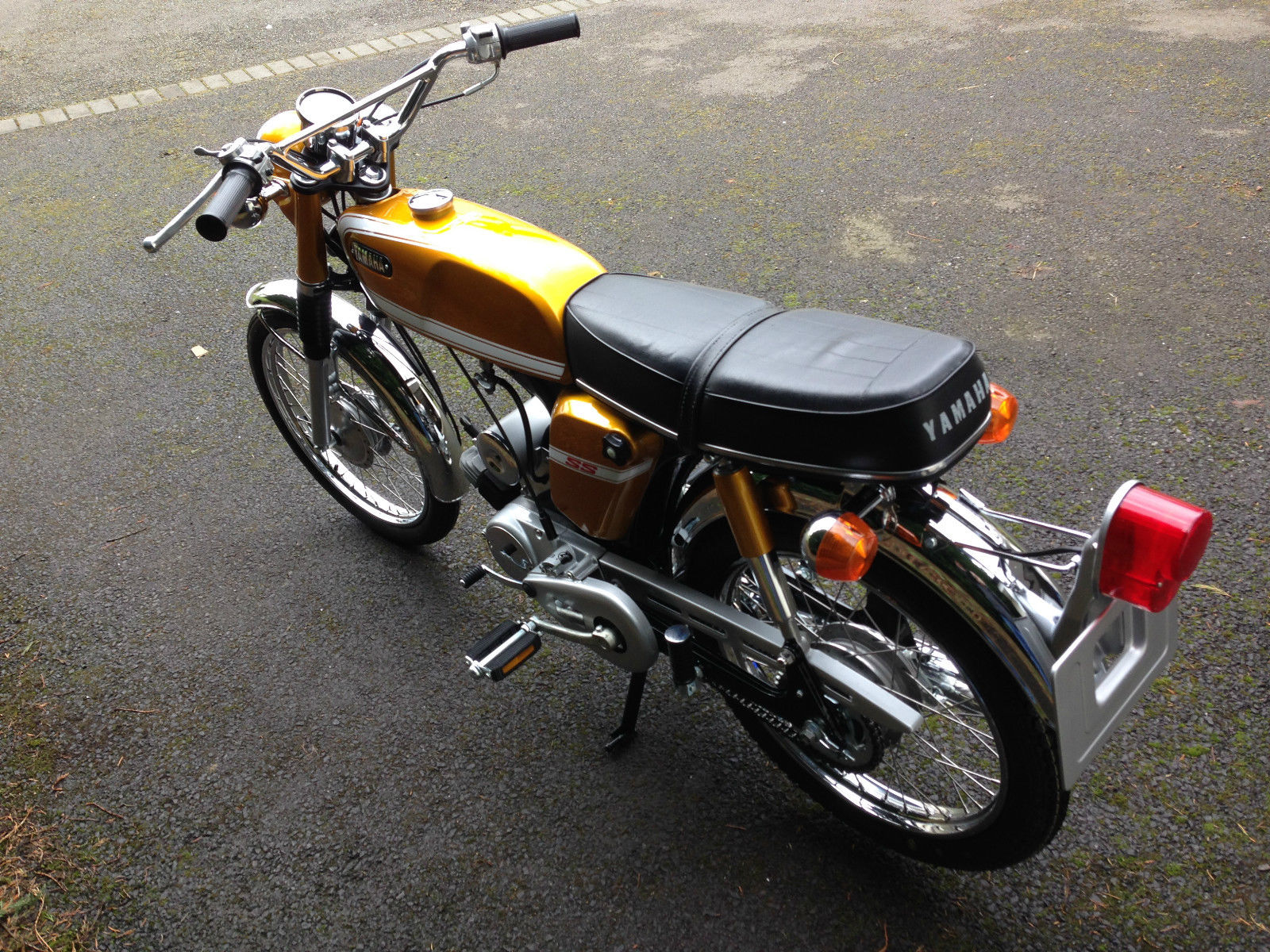 Yamaha SS50 - 1973 - Tank, Seat and Rear Mudguard.