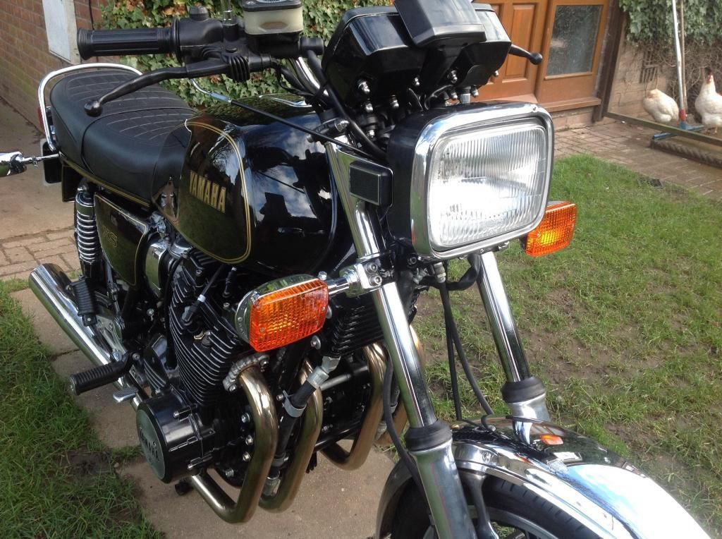 Yamaha XS1100 - 1980 - Clocks, Handlebars and Headlight.